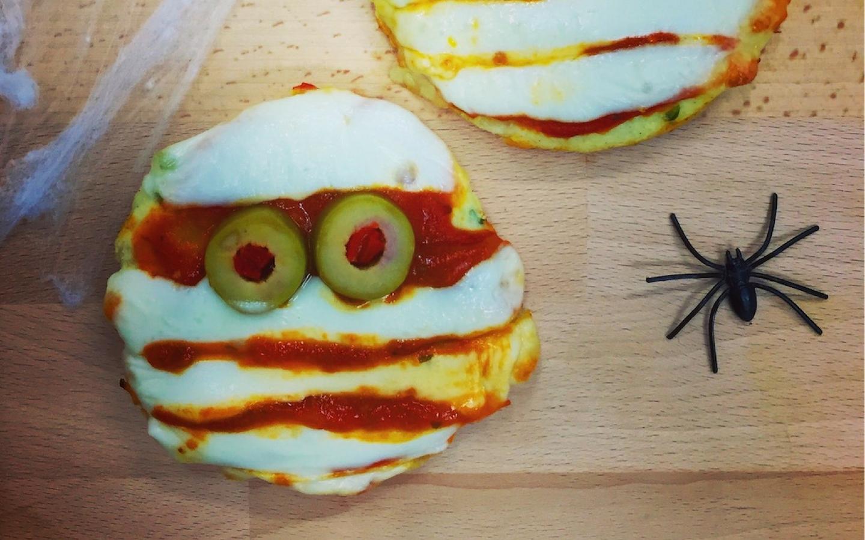 Halloween - Mini Mummy Pizzas