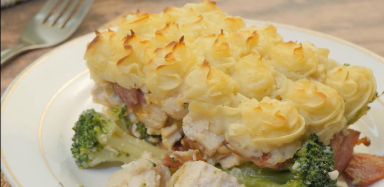 Cheesy Chicken, Bacon & Broccoli Pie
